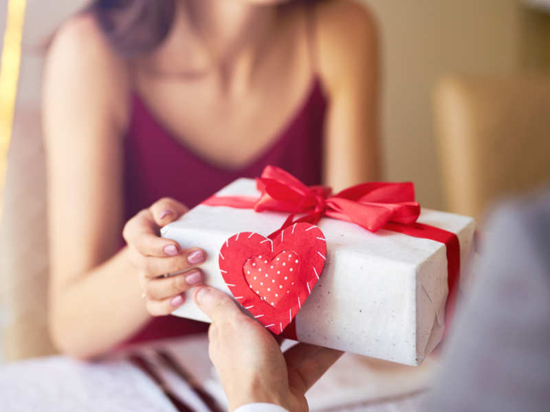 Platter of Gifts to be remembered for Dearest One on Valentine's day