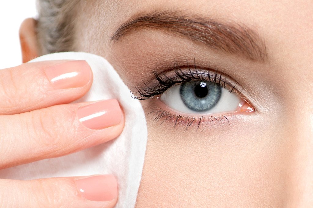 7 Ways to Protect Your Eyes with Makeup