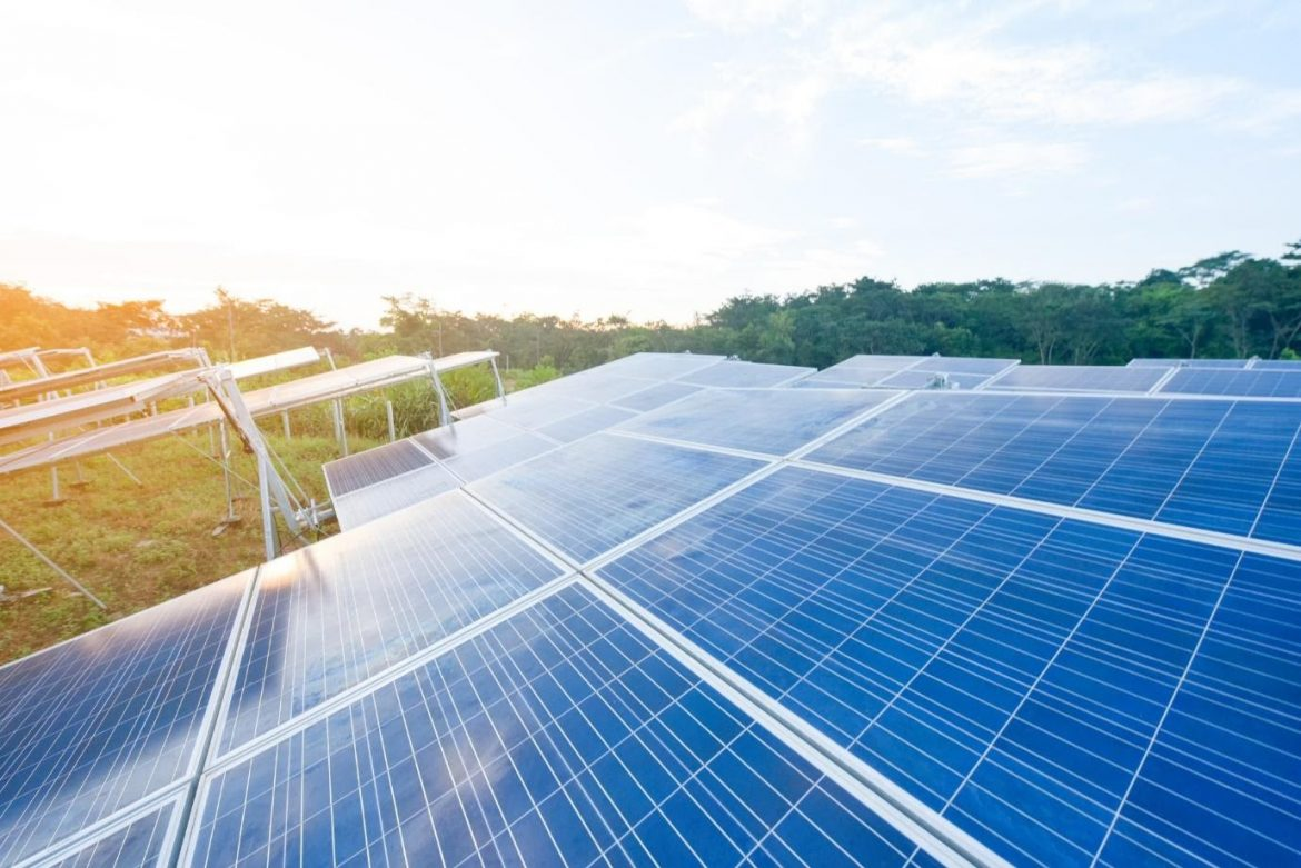 What Is the Solar Panel ROI? Here's How Much You Can Save