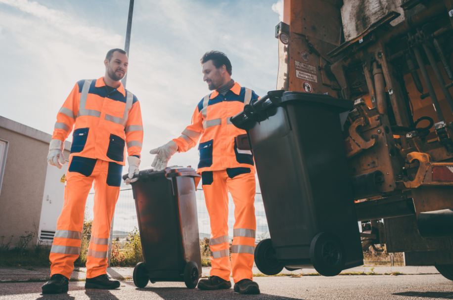 6 Reasons To Hire Professional Junk Removal Services