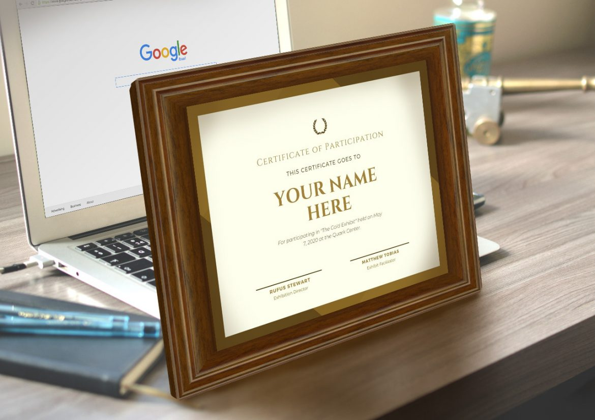Custom Plaques Vs. Gift Card: Which One Should You Buy Your Friend?