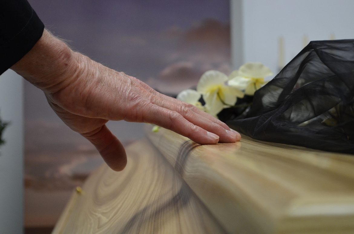 3 differences between cremation caskets vs. regular caskets – find out more here