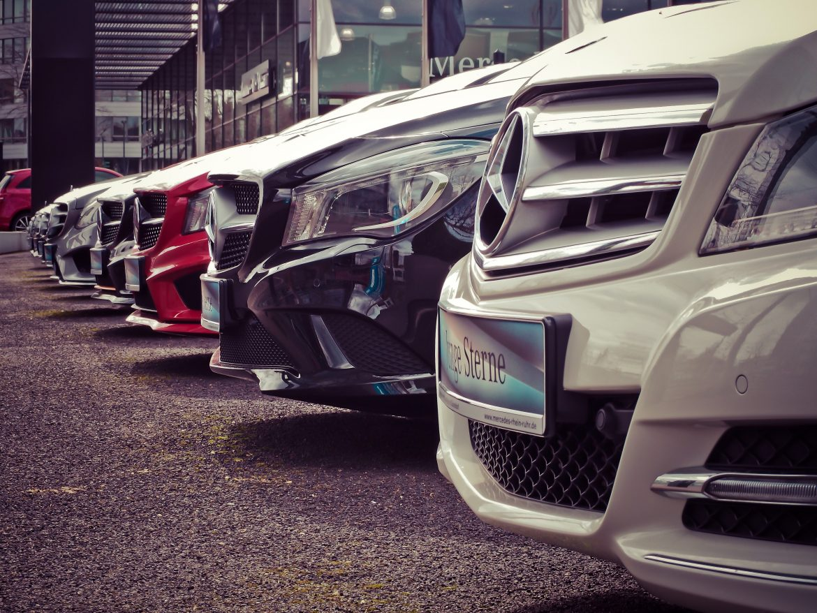 How Hiring A Car in Dubai Can Ease Your work?