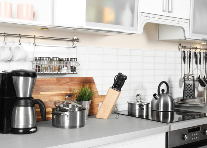 What Are the Essential Kitchen Tools for Beginners?